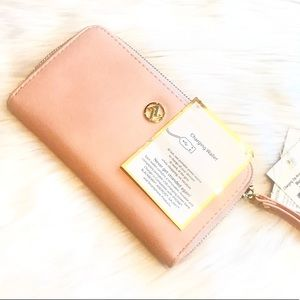 NWT Adrienne Vittadini Charging Wallet